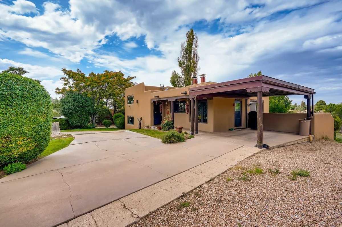 $1,050,000 - 4Br/2Ba -  for Sale in South Capital, Santa Fe