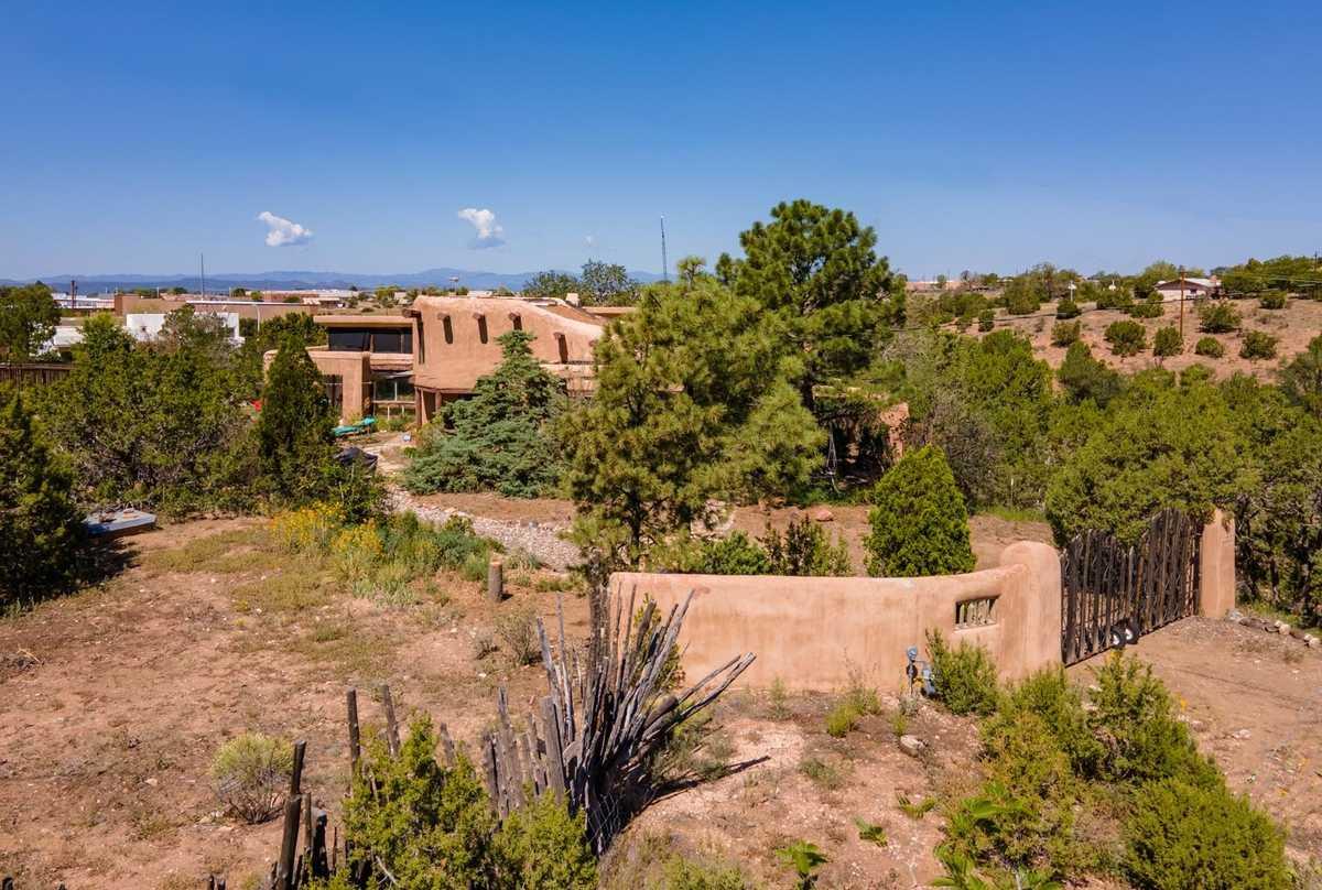 $979,000 - 4Br/3Ba -  for Sale in Santa Fe