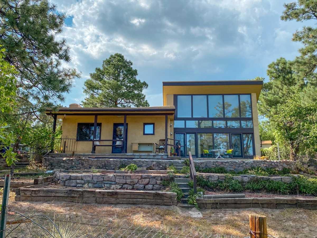 $370,000 - 3Br/2Ba -  for Sale in Los Alamos