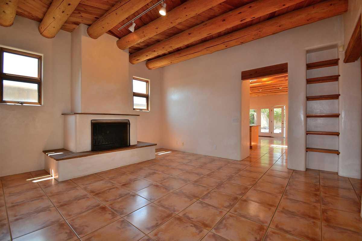 $695,000 - 4Br/3Ba -  for Sale in Santa Fe