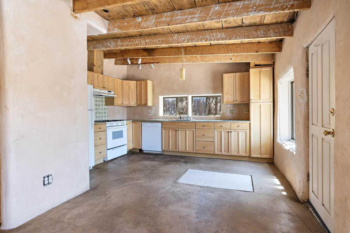 $535,000 - 4Br/3Ba -  for Sale in Santa Fe
