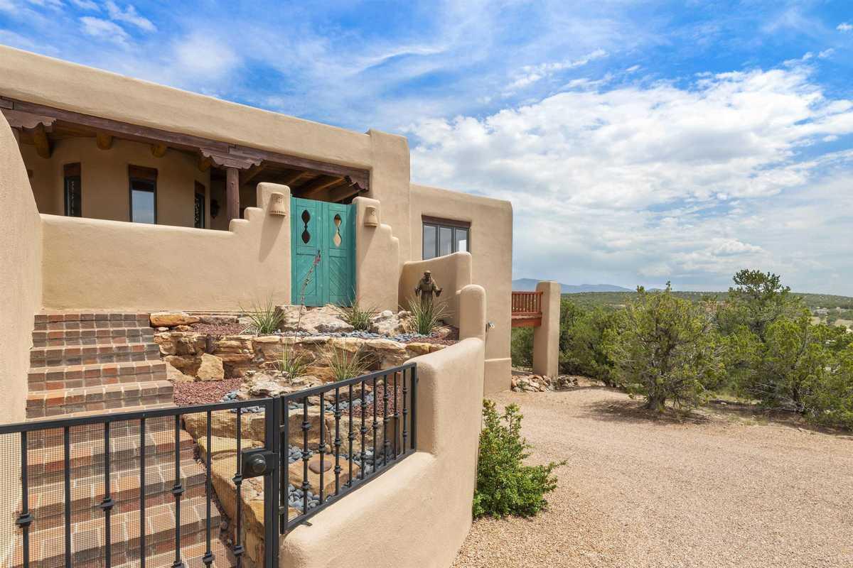 $1,100,000 - 3Br/3Ba -  for Sale in La Mariposa, Santa Fe