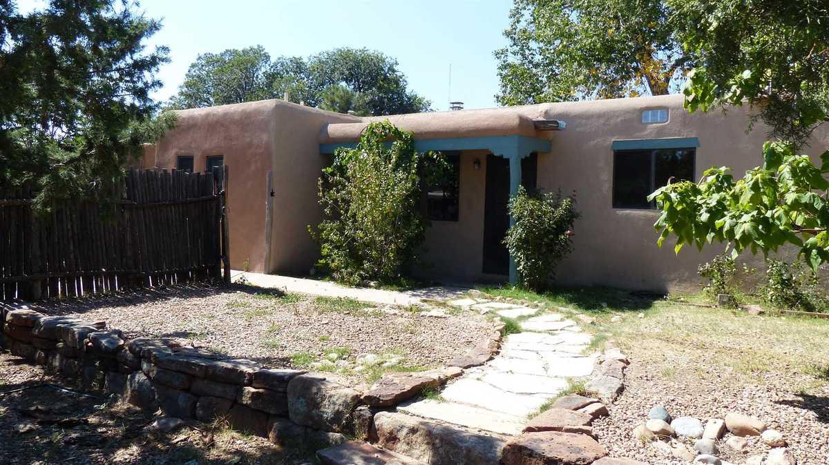 $589,000 - 3Br/1Ba -  for Sale in Santa Fe