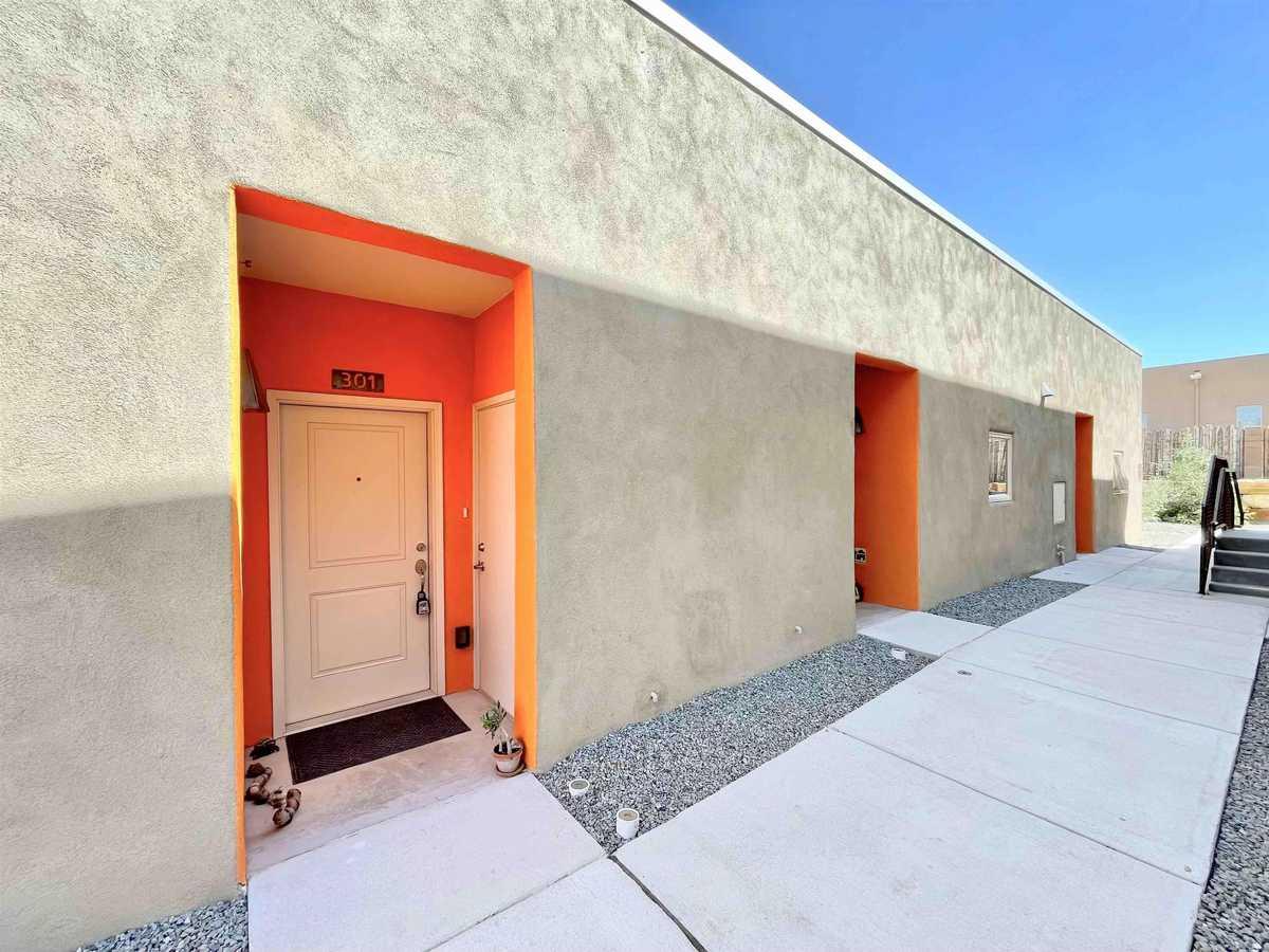 $250,000 - 1Br/1Ba -  for Sale in Santa Fe