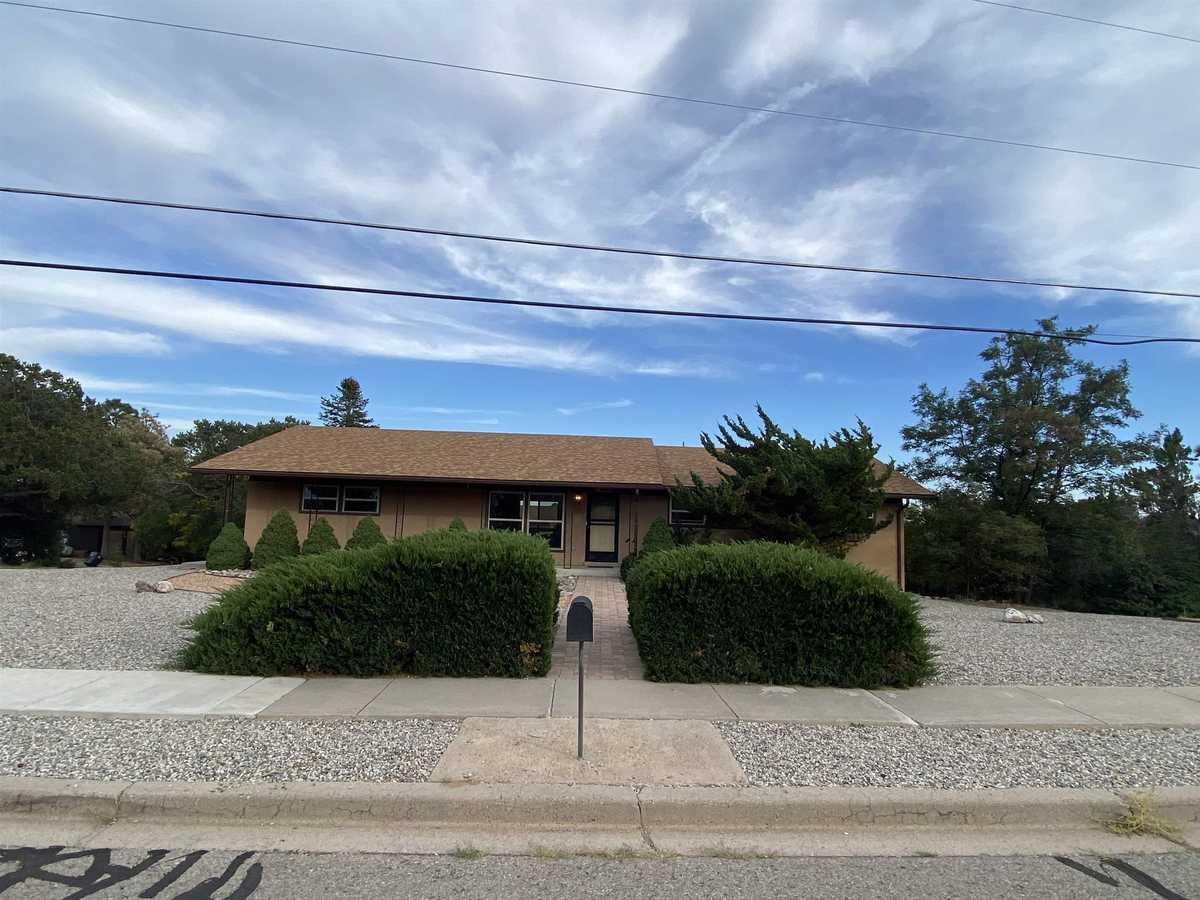 $679,000 - 4Br/3Ba -  for Sale in Los Alamos