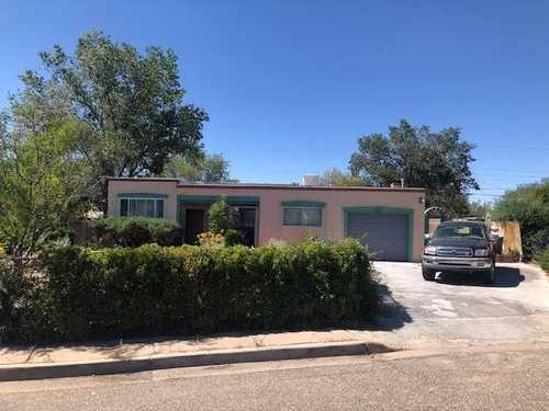 $637,500 - 4Br/3Ba -  for Sale in Casa Solana, Santa Fe