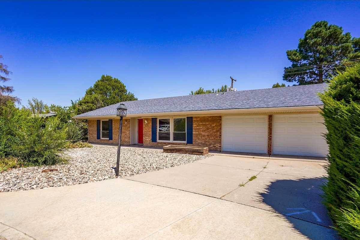 $299,000 - 4Br/2Ba -  for Sale in White Rock