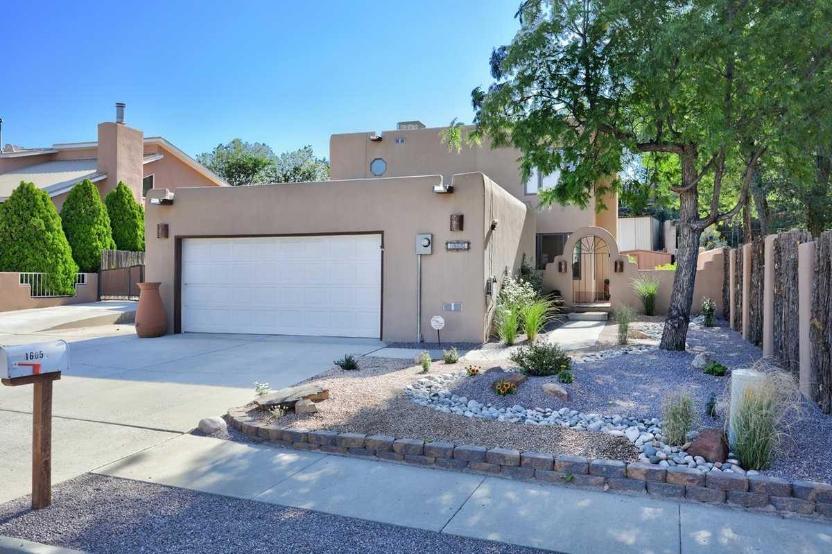 $625,000 - 3Br/3Ba -  for Sale in Santa Fe