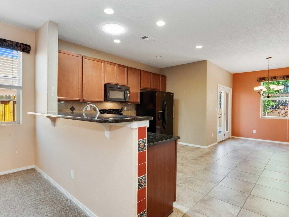 $489,000 - 3Br/3Ba -  for Sale in Villa Sonata, Santa Fe