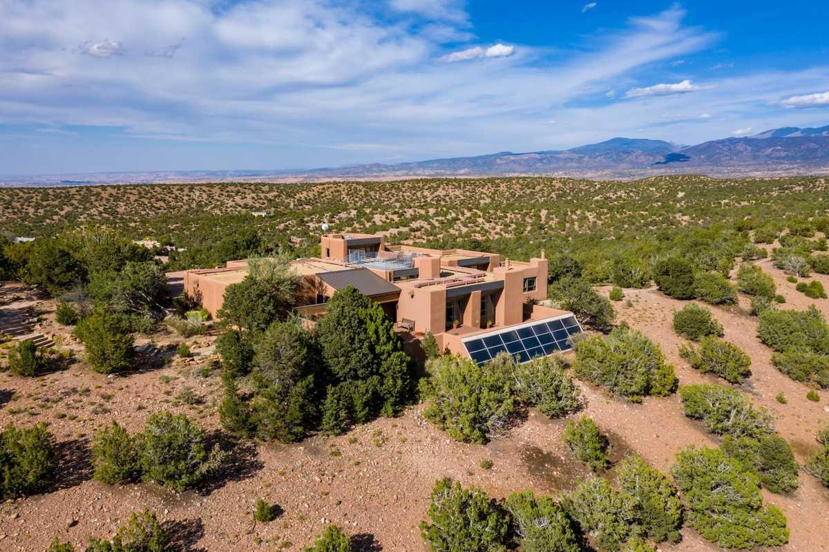 $1,485,000 - 4Br/3Ba -  for Sale in La Tierra, Santa Fe
