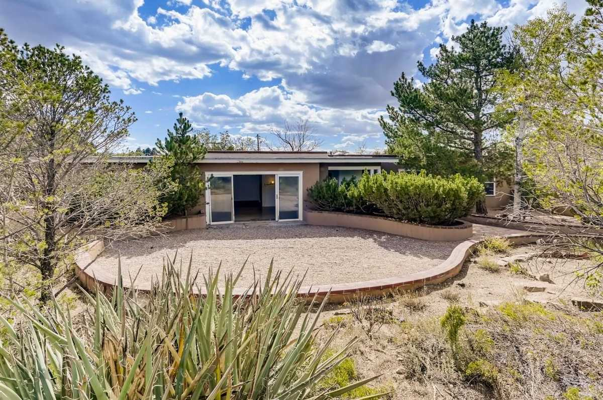 $675,000 - 4Br/2Ba -  for Sale in Santa Fe