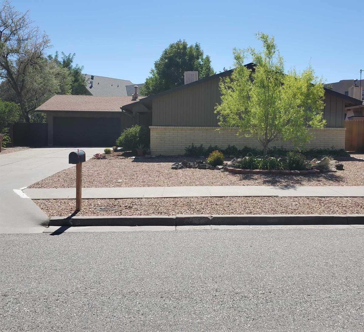 $439,000 - 4Br/2Ba -  for Sale in Los Alamos