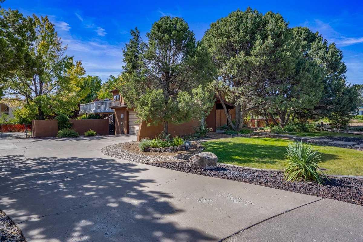 $575,000 - 4Br/2Ba -  for Sale in Los Alamos