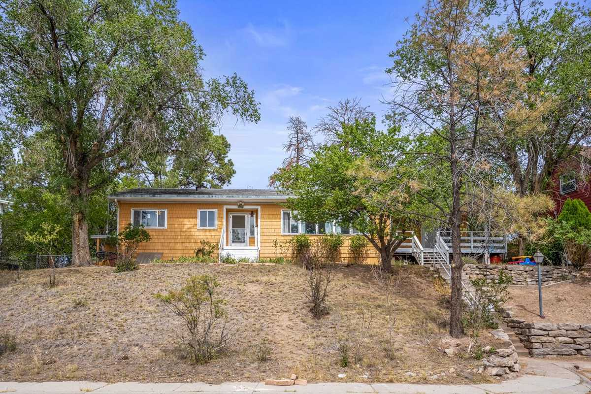 $415,000 - 4Br/2Ba -  for Sale in Los Alamos