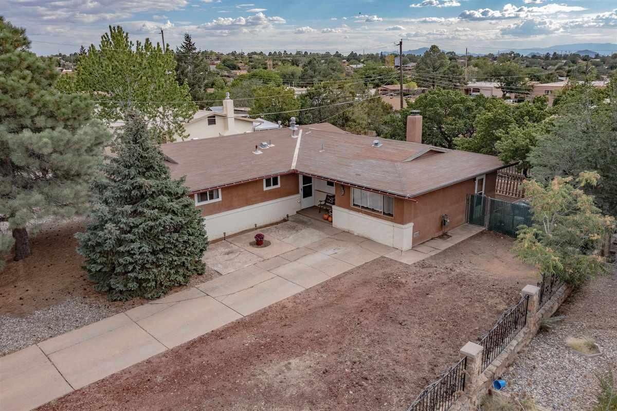 $375,000 - 4Br/2Ba -  for Sale in Santa Fe
