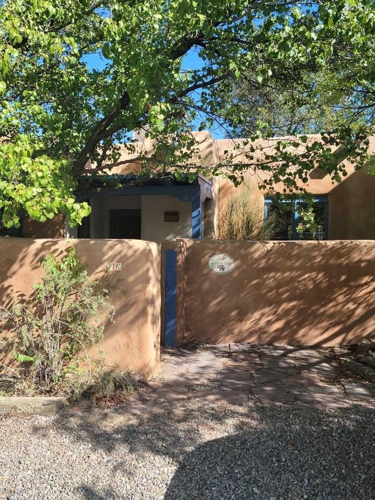 $600,000 - 2Br/2Ba -  for Sale in Las Brisas, Santa Fe