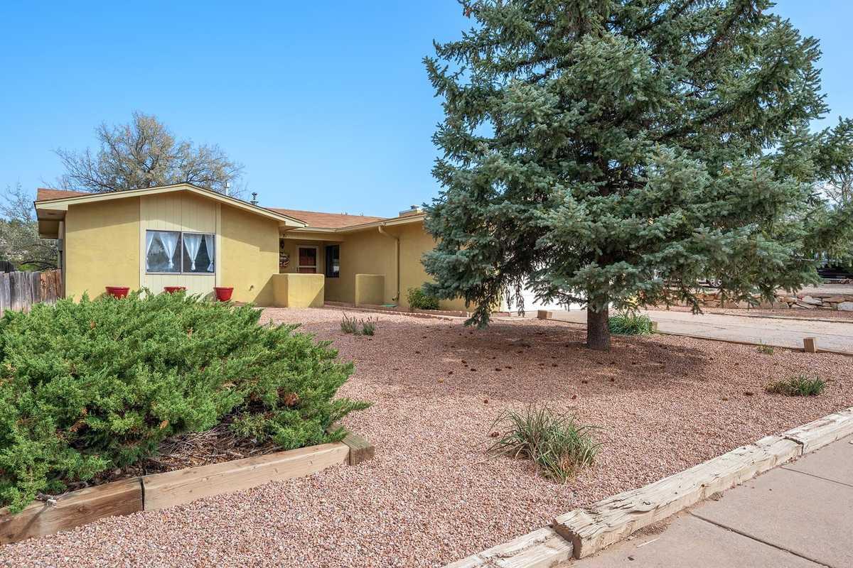 $425,000 - 3Br/2Ba -  for Sale in Santa Fe