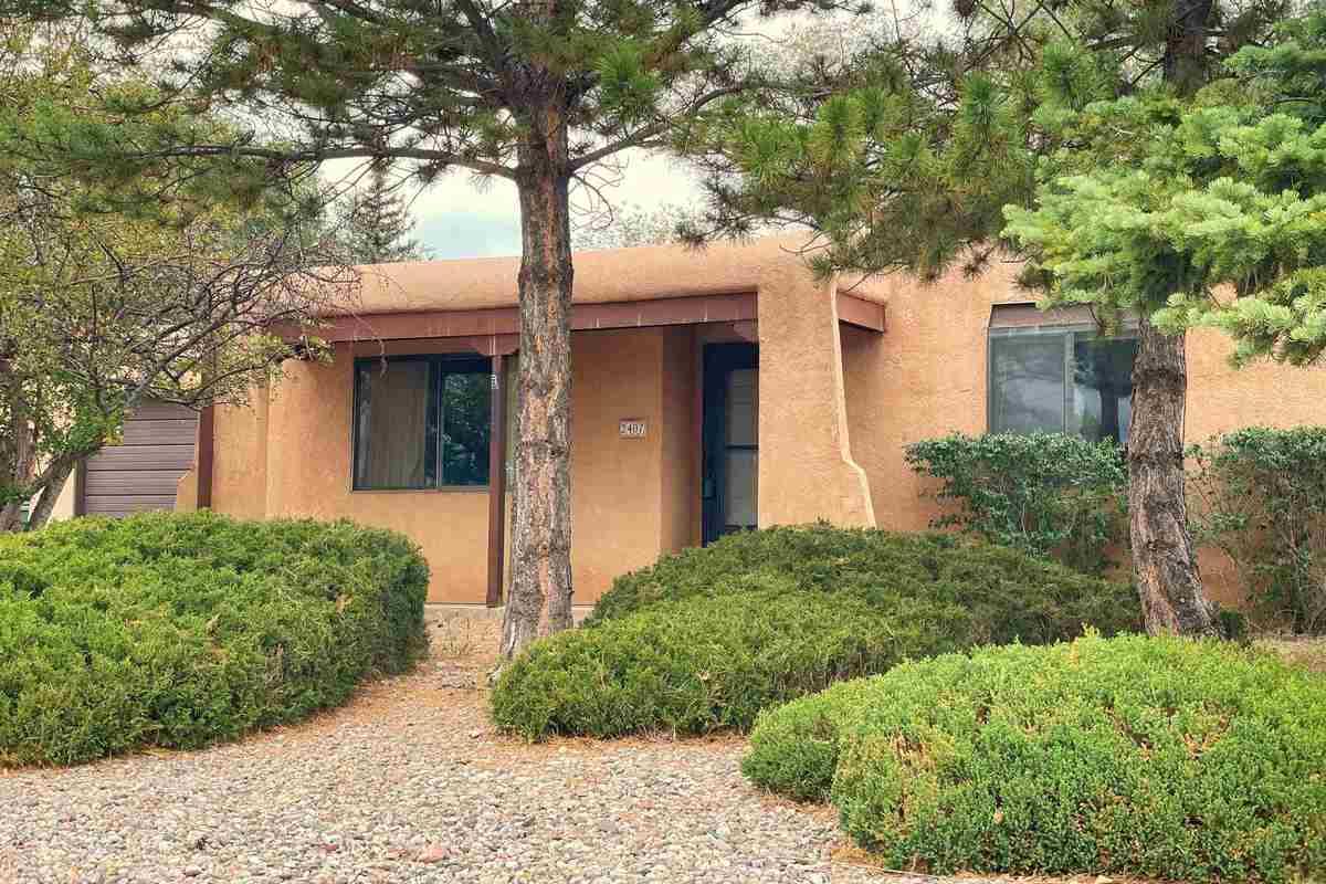 $395,000 - 3Br/2Ba -  for Sale in La Villa Serena, Santa Fe