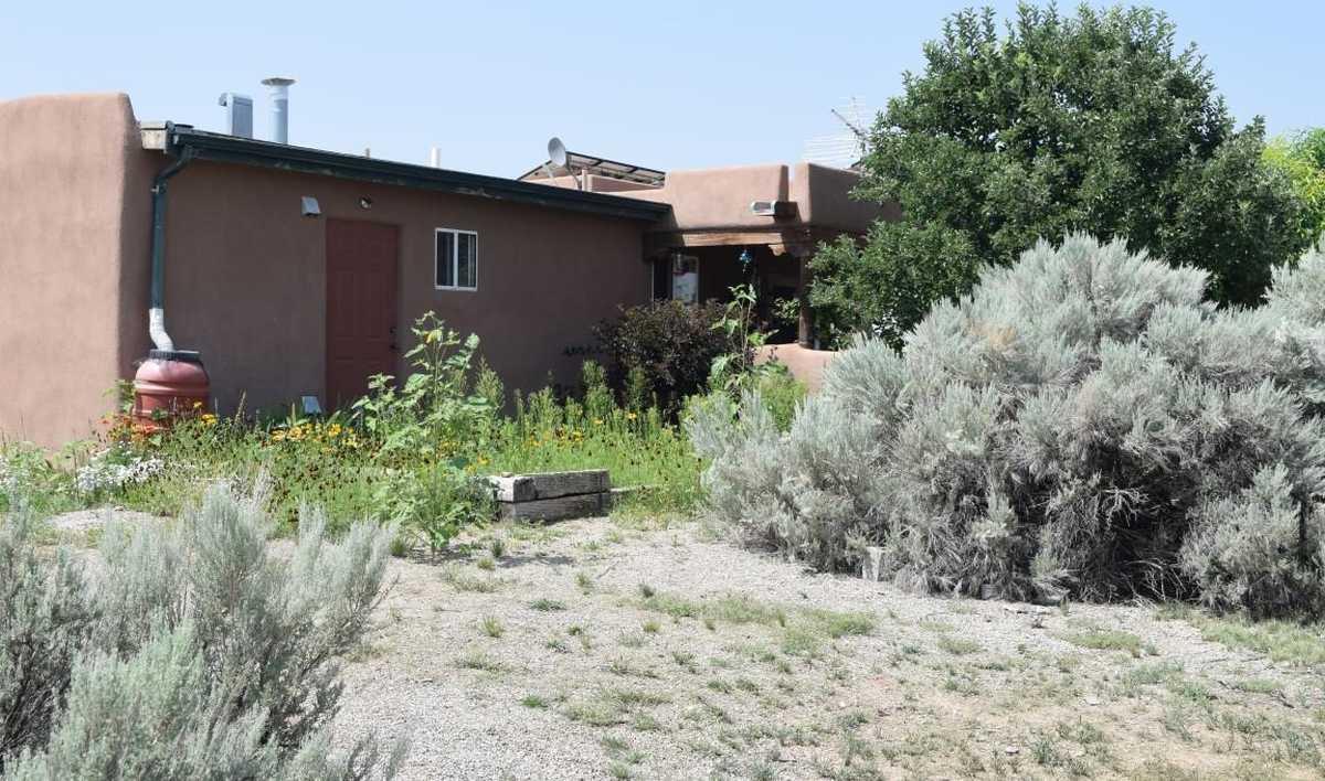 $349,000 - 1Br/1Ba -  for Sale in Ranchos De Taos