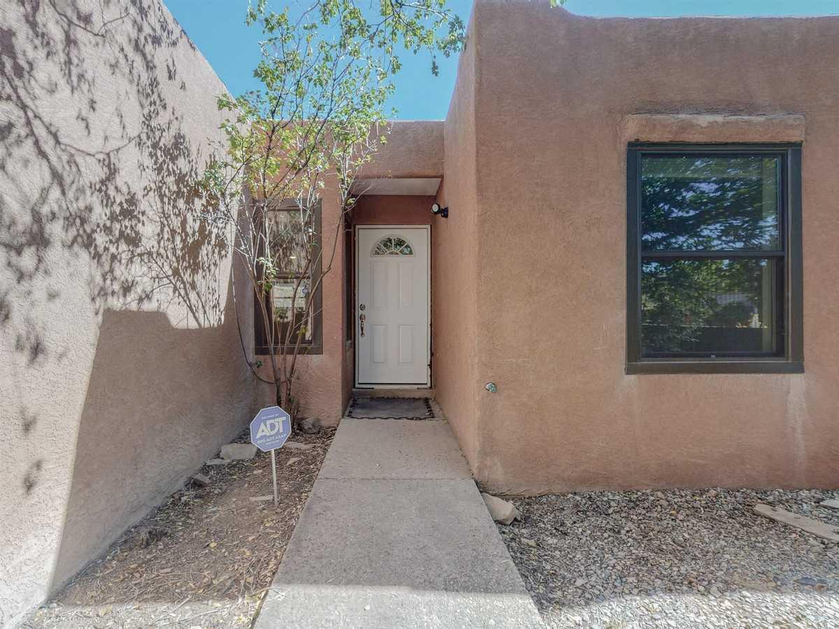 $390,000 - 3Br/2Ba -  for Sale in Vista Del Sol, Santa Fe