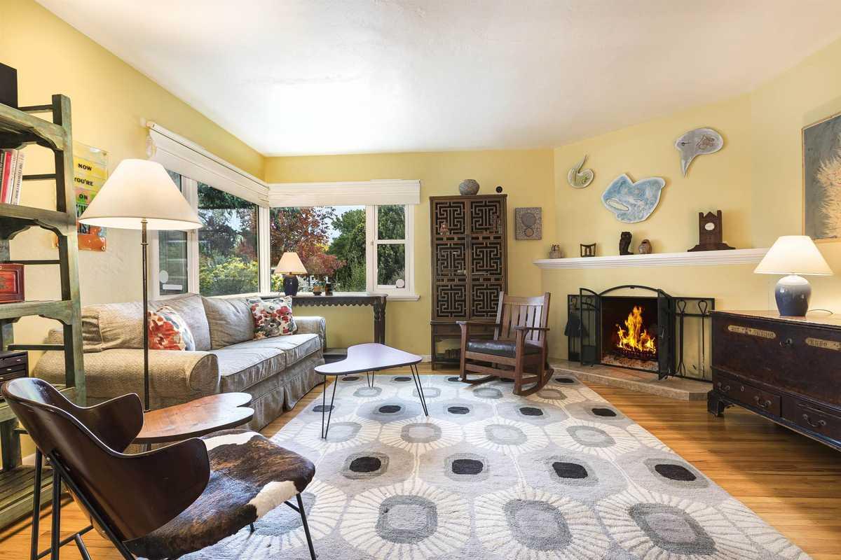 $575,000 - 3Br/2Ba -  for Sale in Casa Solana, Santa Fe