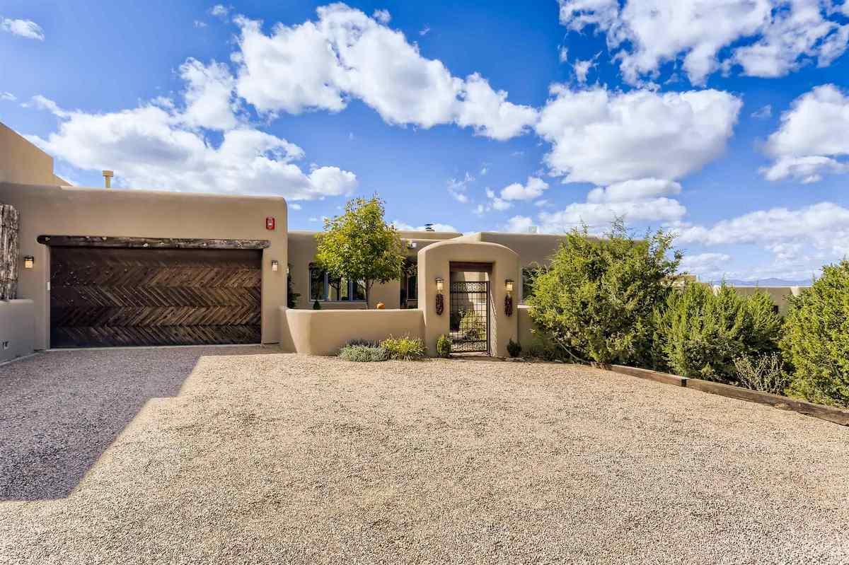 $795,000 - 4Br/3Ba -  for Sale in Heartstone, Santa Fe