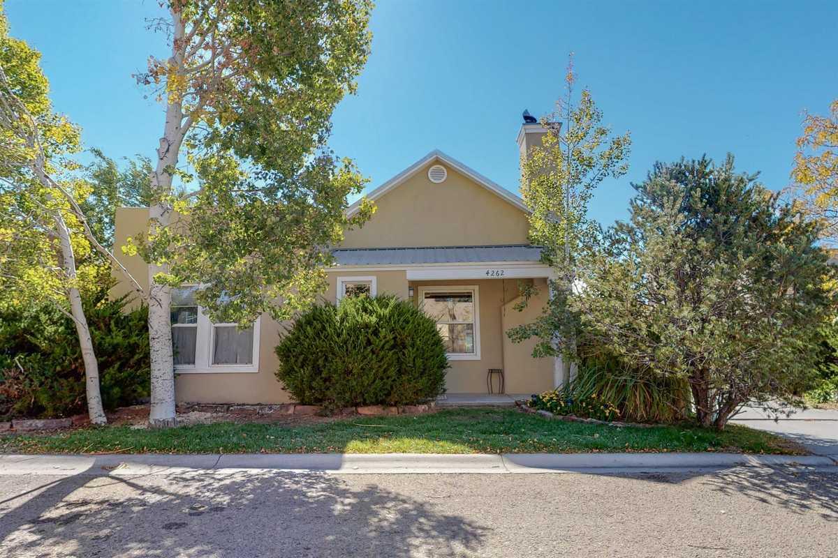 $428,000 - 3Br/2Ba -  for Sale in Santa Fe