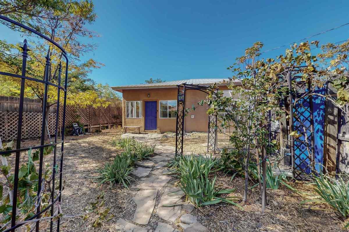 $400,000 - 2Br/1Ba -  for Sale in Santa Fe