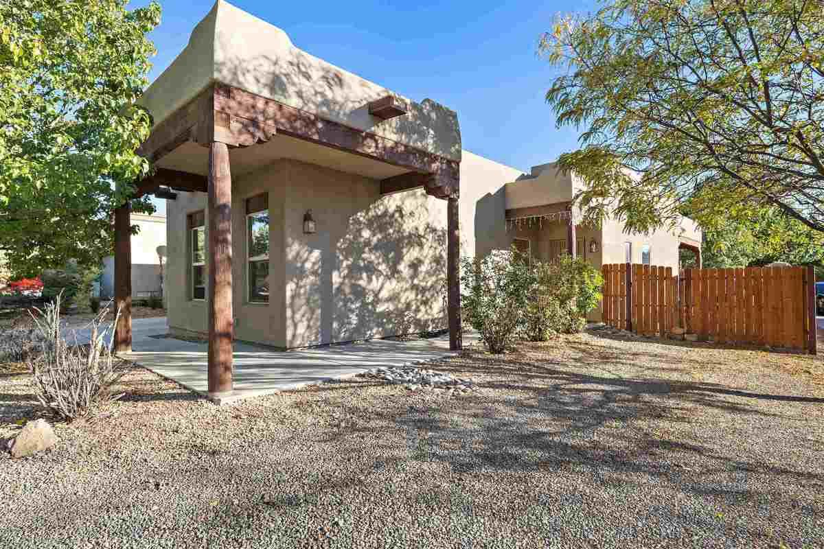 $450,000 - 3Br/2Ba -  for Sale in Santa Fe