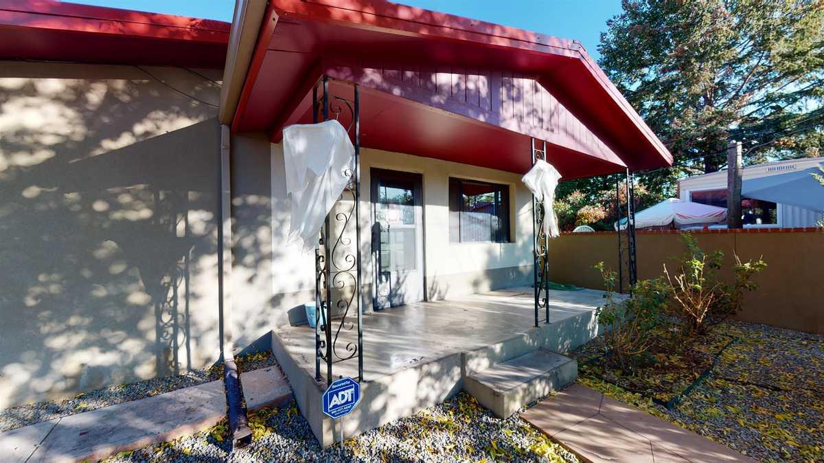 $660,000 - 4Br/2Ba -  for Sale in Santa Fe