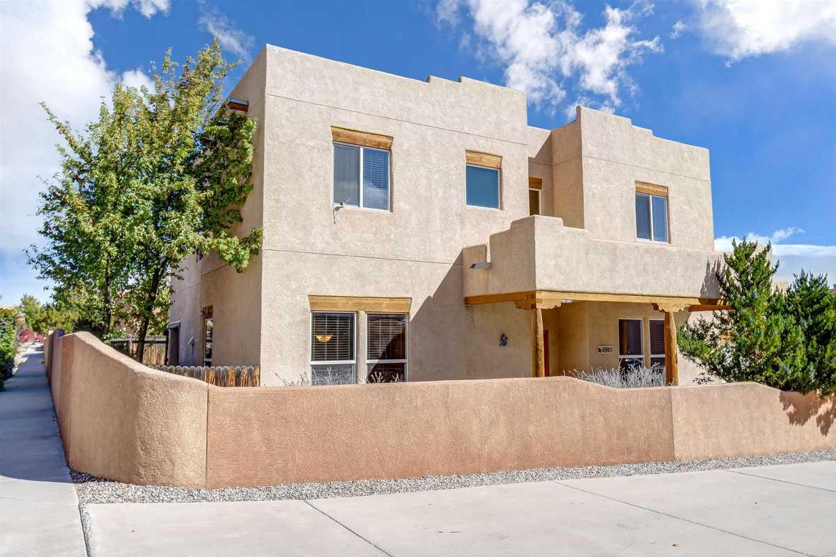 $500,000 - 4Br/3Ba -  for Sale in Santa Fe
