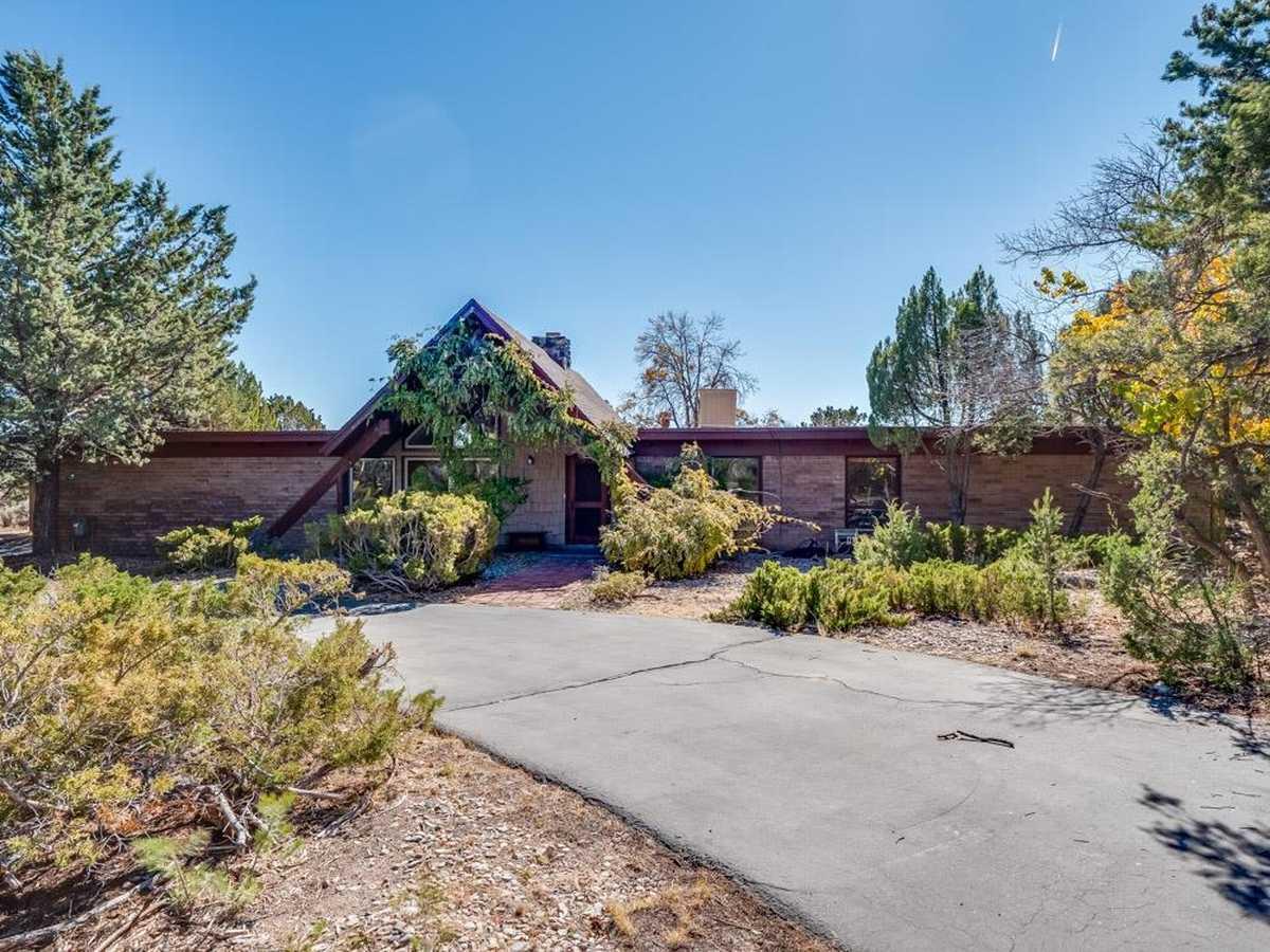 $599,000 - 4Br/3Ba -  for Sale in Los Alamos