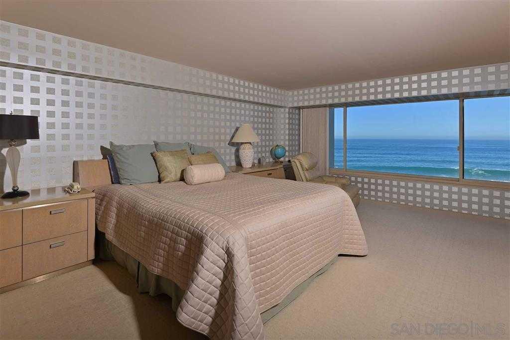$3,999,000 - 2Br/2Ba -  for Sale in Oceanfront Village, La Jolla