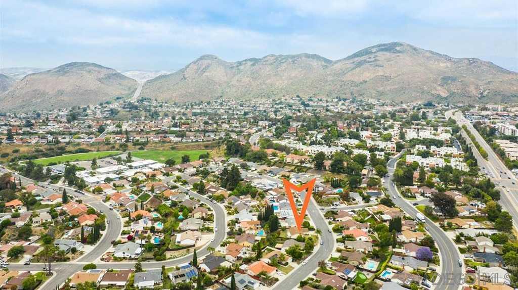 6630 Amberly San Diego, CA 92120