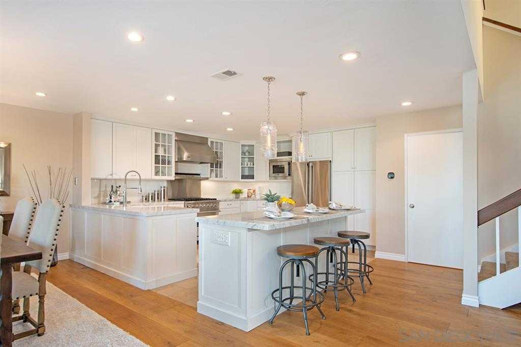 $990,000 - 3Br/3Ba -  for Sale in Windemere, La Jolla