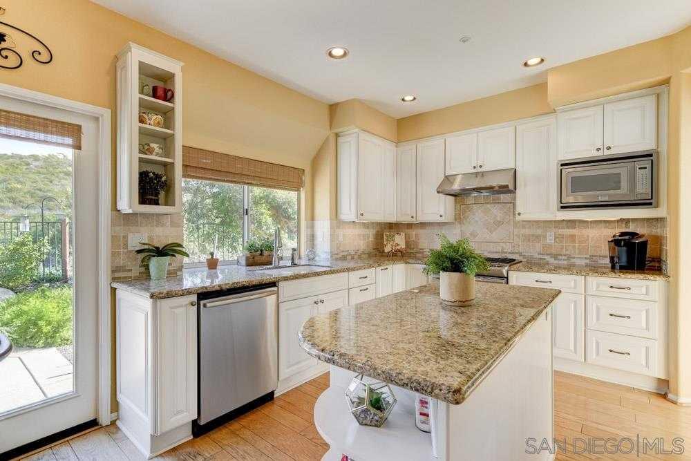 $828,000 - 5Br/3Ba -  for Sale in Monarch Ridge, El Cajon