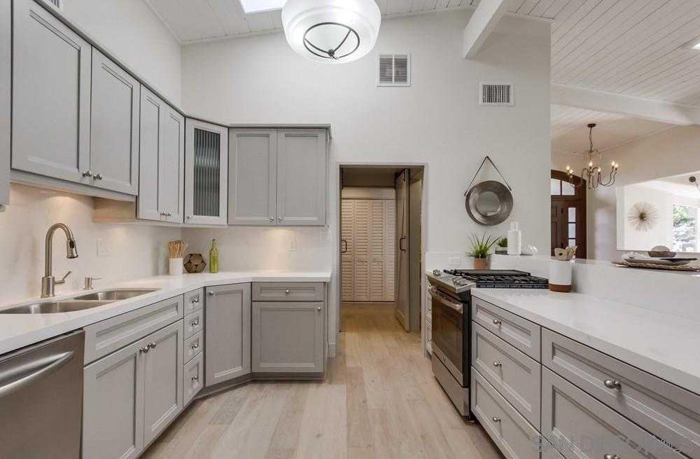 $1,550,000 - 3Br/3Ba -  for Sale in La Jolla Heights, La Jolla