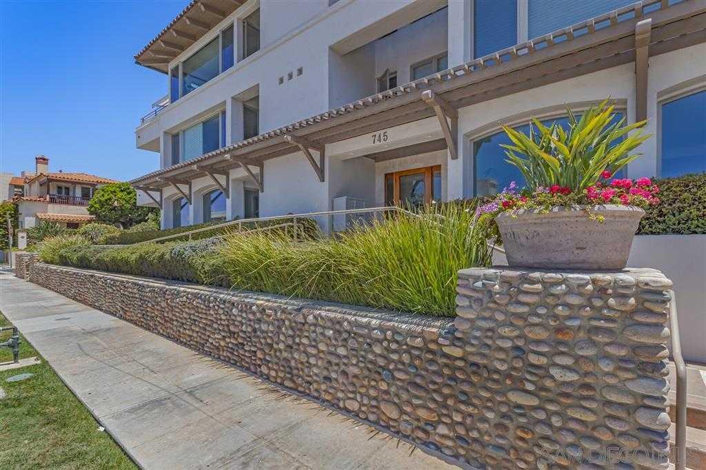 $3,149,000 - 2Br/3Ba -  for Sale in Village, La Jolla