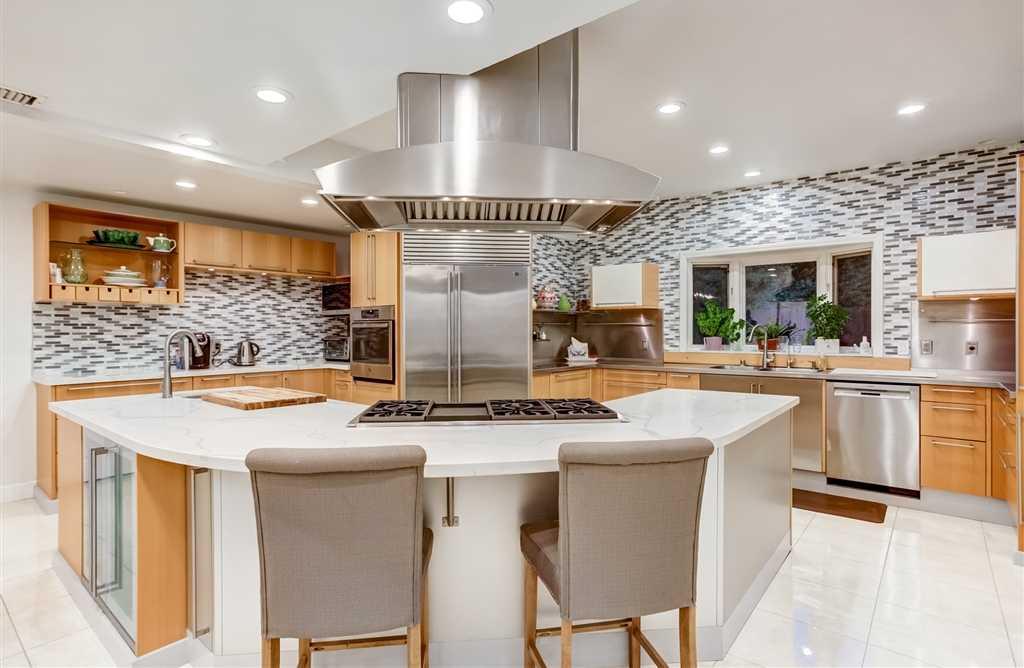 $3,449,000 - 3Br/4Ba -  for Sale in Muirlands, La Jolla