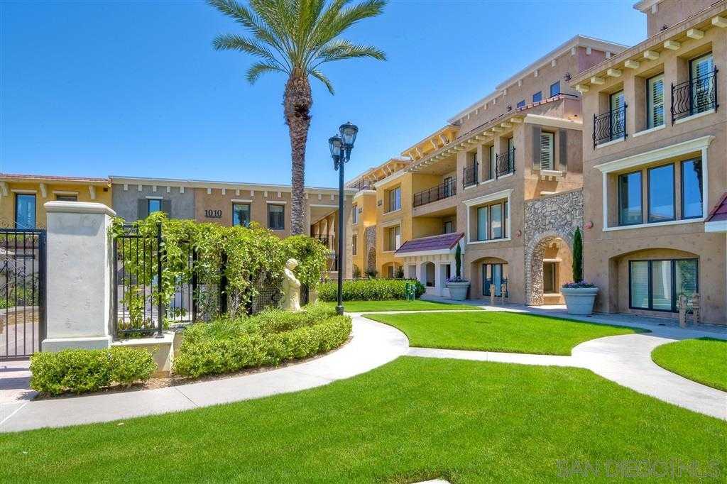 $1,875,000 - 3Br/4Ba -  for Sale in Village, La Jolla