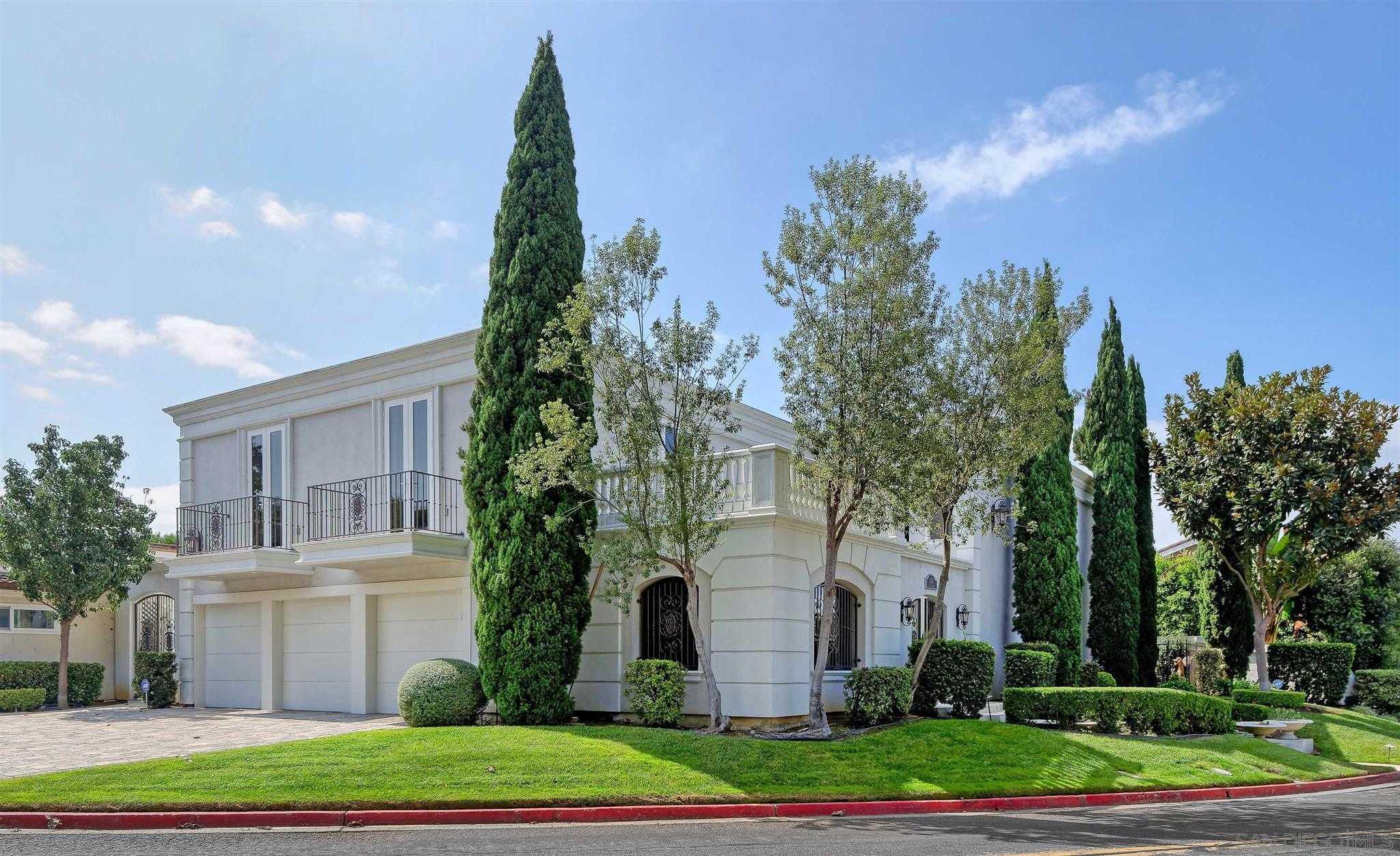 $2,200,000 - 4Br/4Ba -  for Sale in La Jolla Woods, La Jolla