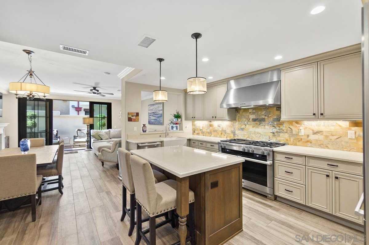 $2,400,000 - 3Br/3Ba -  for Sale in Village, La Jolla