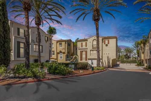 $875,000 - 2Br/3Ba -  for Sale in Carmel Valley, San Diego