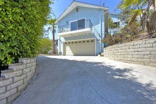 $730,000 - 3Br/3Ba -  for Sale in Dictionary Hill, Spring Valley