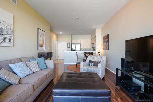 $479,000 - 1Br/1Ba -  for Sale in Gas Lamp, San Diego