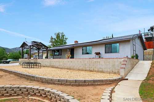 $750,000 - 3Br/2Ba -  for Sale in Bon Air Estates, Escondido