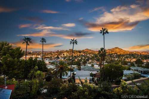 $850,000 - 3Br/2Ba -  for Sale in Easy To Restaurants, La Mesa