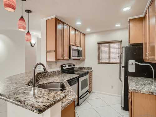 $550,000 - 2Br/2Ba -  for Sale in Fashion Hills, San Diego