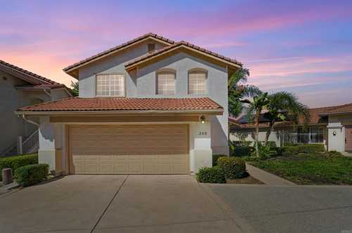 $700,000 - 3Br/3Ba -  for Sale in Santee