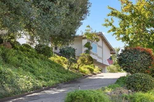 $997,000 - 4Br/3Ba -  for Sale in Mt Helix, La Mesa